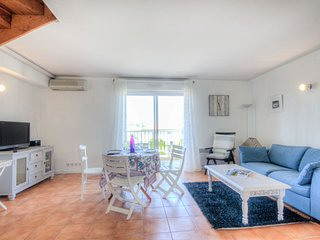 1 bedroom Apartment with WiFi and Walk to Shops - 5399532