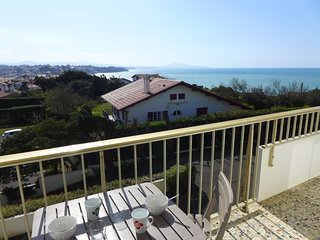 1 bedroom Apartment with WiFi and Walk to Beach & Shops - 5699527