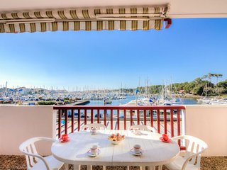 1 bedroom Apartment with WiFi and Walk to Beach & Shops - 5050014