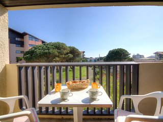 1 bedroom Apartment with Walk to Beach & Shops - 5049998