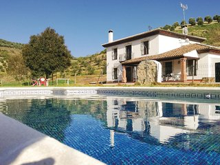 Nice home in Setenil de las Bodegas w/ WiFi, Outdoor swimming pool and 6 Bedroom