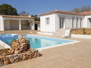 Beautiful home in Murviel les Beziers w/ Outdoor swimming pool, WiFi and Outdoor