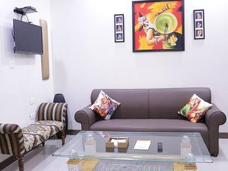 Comfortable 3BHK with Lift in Central Delhi
