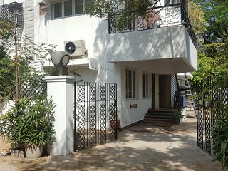 'Marinz Nest'- posh villa near Apollo hospital / Shankra neythralya & US Consl