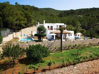 Villa Maderus, op een heuvel midden in de natuur