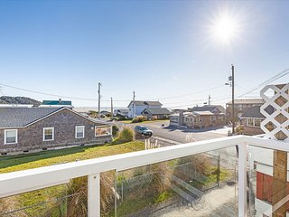 NEW: At the center of Pacific Beach! Walk to shopping and the beach