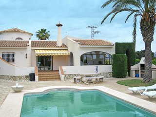 4 bedroom Villa with Pool, Air Con and WiFi - 5781992