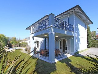4 bedroom Villa with Air Con, WiFi and Walk to Beach & Shops - 5781959