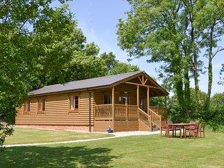 Tarka's Holt Log Cabin-UKC2102