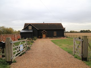 The Shire Stables, 4 bedroom 4 bathroom barn in countryside with hot tub