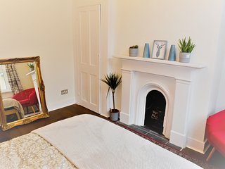 Luxury 6 bed 3 bath family house in Islington with garden in great location