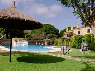 3 bedroom Villa with Air Con, WiFi and Walk to Beach & Shops - 5781988
