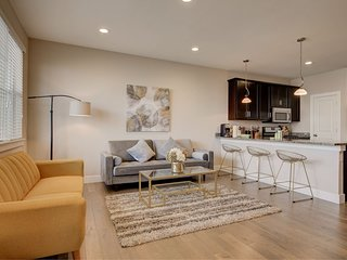 Executive Townhome 15-20 minutes to Boulder