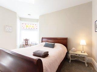 Come Relax! Cozy 2 Bedroom Retreat in Saint Paul