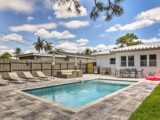 'White Villa': Pool & BBQ <2Mi to Beach & Galleria