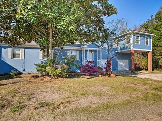 Updated Mt Pleasant Home w/Yard-5 Mi to Beach
