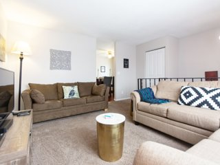 Urban Oasis-Saint Paul 4 Bedroom with Grill, Garden, and More!