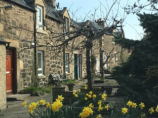 A CHARMING UPPER COTTAGE APARTMENT: DRUM BRAE SOUTH, CORSTORPHINE, EDINBURGH
