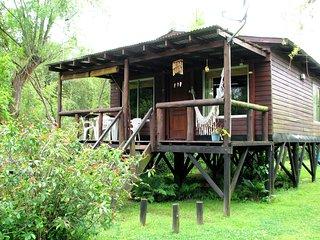 CABANAS BOCAS DEL TIGRE  cabanas tipicas islenas en un entorno natural unico