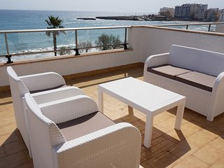 Apartment with terrace by the beach with sea viewh - Antic 302