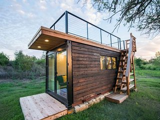 Elegant Container Tiny House 'Yellow & Blue'