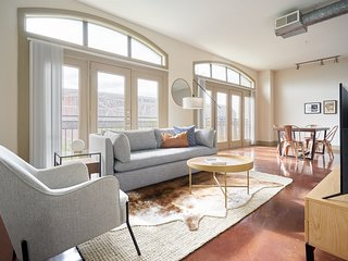 Sonder | Ballpark Lofts | Stunning 1BR + Pool