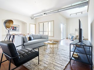 Sonder | Ballpark Lofts | Lovely 2BR + Balcony