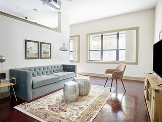 Sonder | Ballpark Lofts | Cozy 1BR + Pool