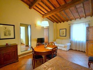 Oltrarno Villa Sleeps 6 with Air Con - 5782404