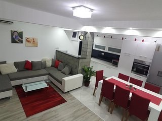 Three bedroom apartment Podstrana (Split) (A-16793-a)