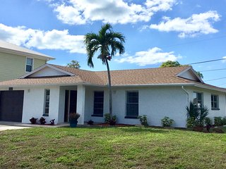 Superb location ~ 3bed/2bath ~ 1.5 miles from the beach