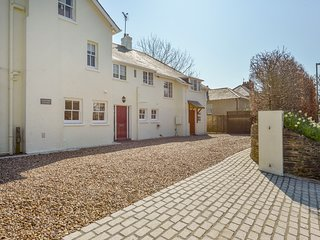 LANDCOMBE COTTAGE, welcoming detached coastal house near Strete with
