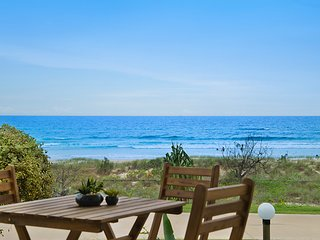 Tahnee Court Unit 3 - Absolute beachfront Apartment