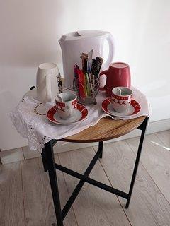 dans vos chambres vous trouverez café ,thé , infusions