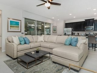 9034PCT. Gorgeous Solara Resort 4 Bedroom Pool Home