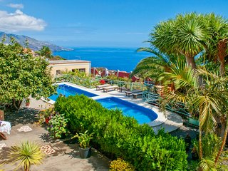 Holiday cottage with shared pool in Brena Baja