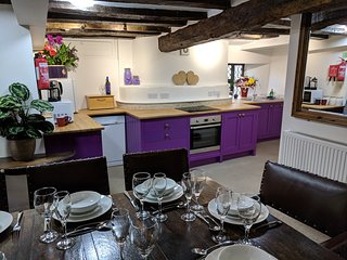 The one with the Purple Kitchen - Medieval Hall - CotswoldsValleysAccommodation