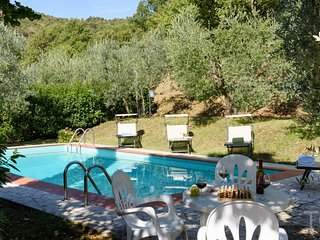Tuscany Family Cottage, Private Gardens, Private Pool.