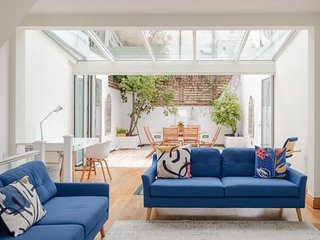 Stunning, Stylish 3 Bed House in Holland Park
