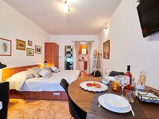 Appartamento NOA2 Umag-Savudrija per coppie, Wifi, vicino al mare, terrazzo, BBQ
