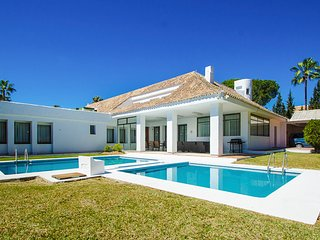 5 bedroom Villa with Pool, Air Con and WiFi - 5782316