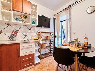Appartamento NOA4 Umag-Savudrija per coppie, Wifi, vicino al mare, terrazzo, BBQ