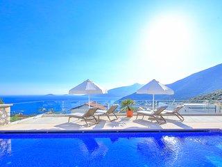 Kalkan Villa Sleeps 8 with Pool and Air Con - 5782299