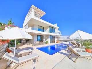 4 bedroom Villa with Pool, Air Con and WiFi - 5782299