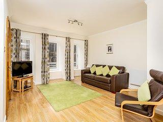 Advocates Apartment, overlooks Royal Mile, beautifully furnished and sleeps 4