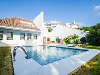 4 bedroom Villa with Pool, Air Con and WiFi - 5782305