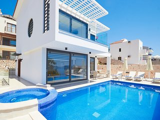 4 bedroom Villa with Pool, Air Con and WiFi - 5782301