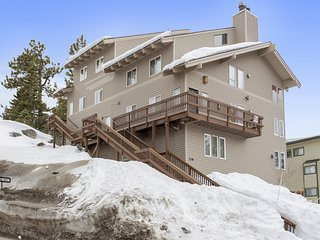 Steps to the Slopes w/Views of Lake Tahoe!
