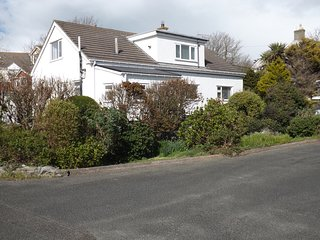 Iscraig, Spacious Holiday Home, easy walk to Village and beach, perfect setting