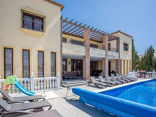 6 Bedroom Villa FT with Private Heated Pool Sleeps 15